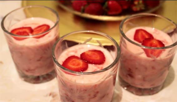 полезные перекусы для худеющих- клубника и йогурт