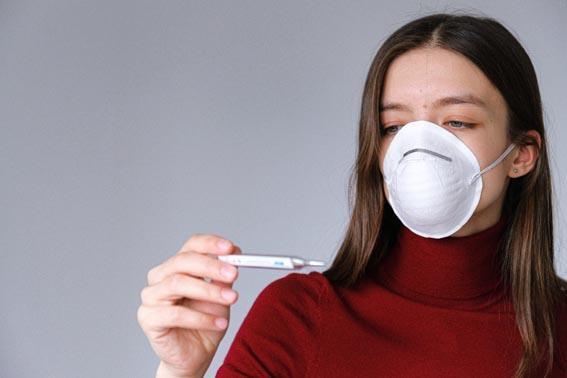 Коронавирус при беременности- женщина в маске